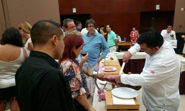 Primera acción promocional en México tras la apertura del mercado a la carne fresca de porcino español