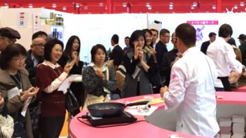 Chef Inoue cocinando en INTERPORC durante Foodex Japan 2017