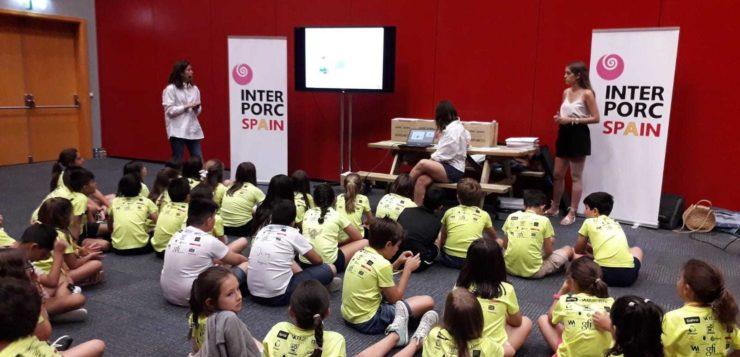 400 niños realizan saludables recetas con cerdo de capa blanca en IFEMA