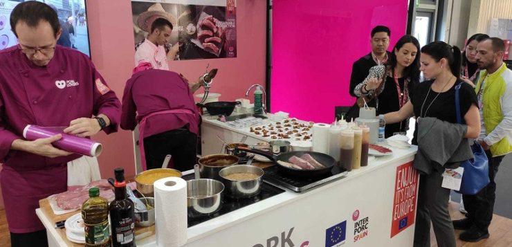 2.500 profesionales visitan el stand de INTERPORC en ANUGA para interesarse por los productos del cerdo español
